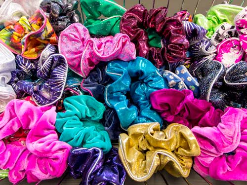 We have matching scrunchies in all the colours.!