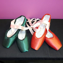 Coloured pointe shoes, red pointes, grisko pointe shoes in different colours.